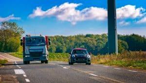 mimowi-renting-conducir-cerca-vehiculos-pesados